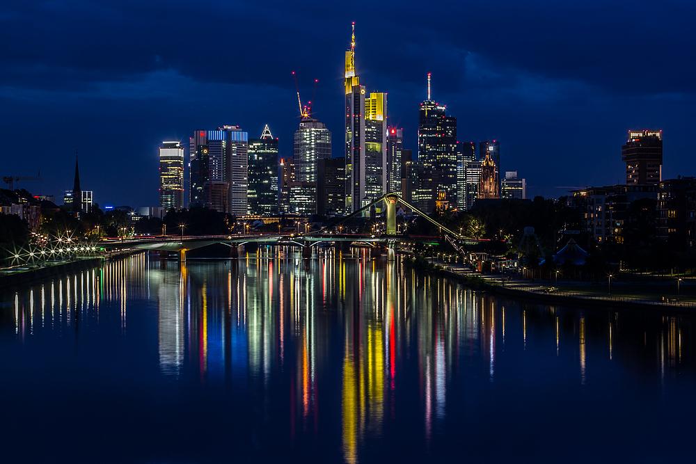 frankfurt skyline bei nacht am foto bild architektur stadtlandschaft skylines. Black Bedroom Furniture Sets. Home Design Ideas