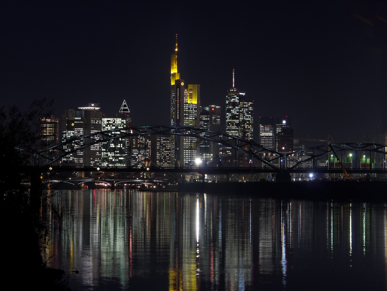 Frankfurt - Skyline bei Nacht