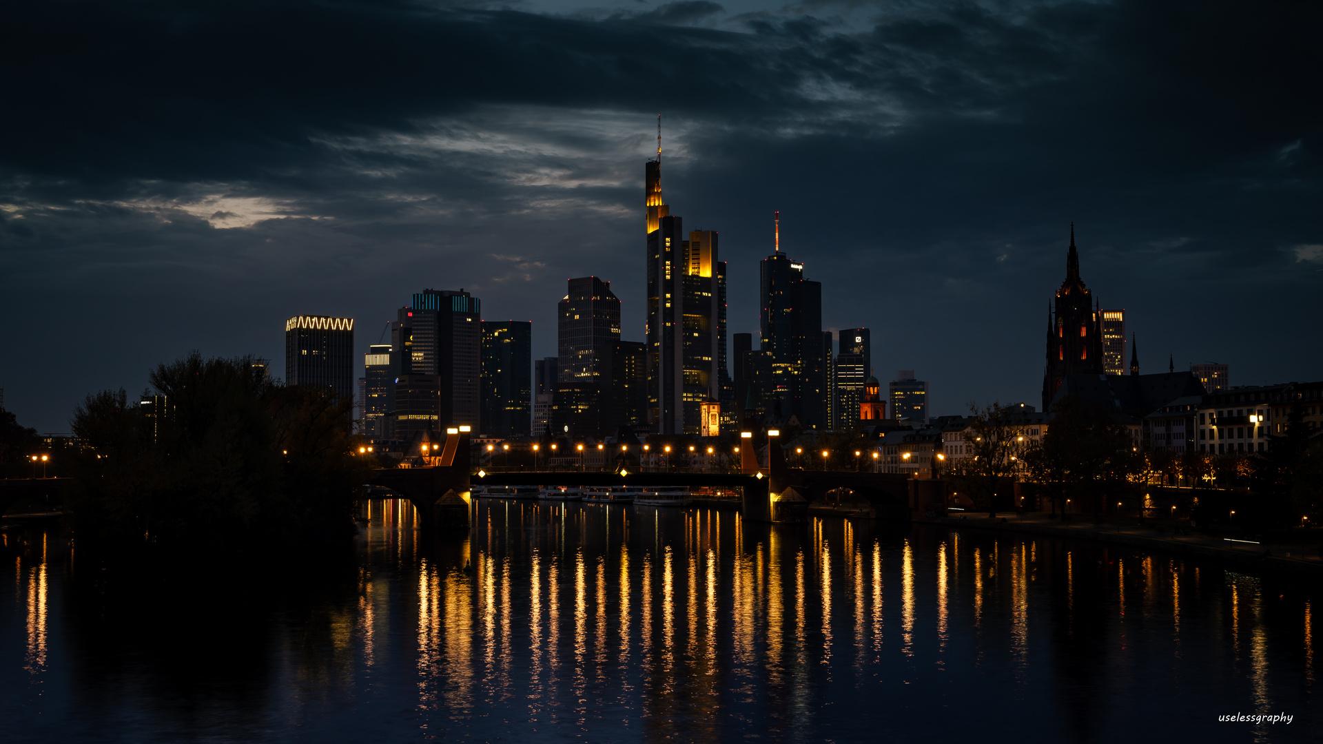 Frankfurt Skyline in der Nacht