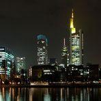 Frankfurter Bankenviertel bei Nacht (überarbeitet)
