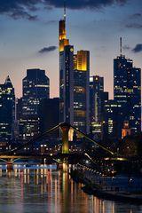 Frankfurter Skyline bei Nacht