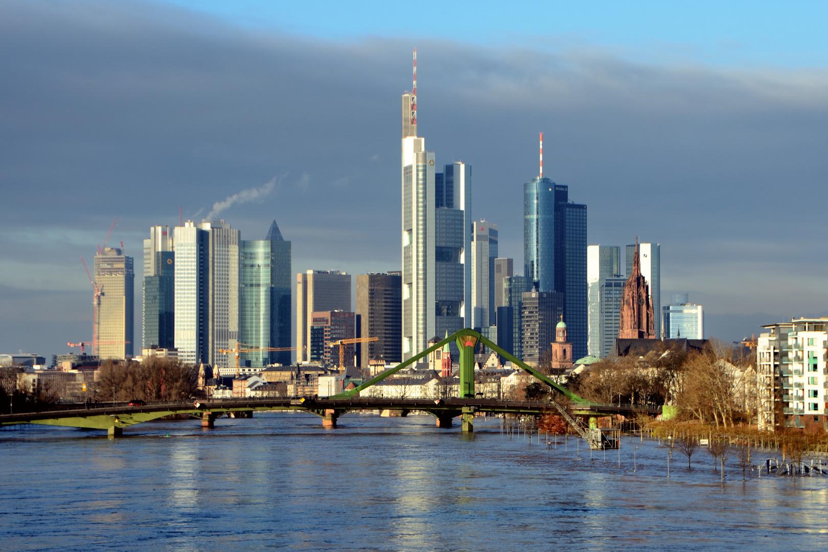 Frankfurter Skyline - Hochwasser