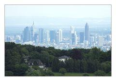 Frankfurter Skyline im Dunst