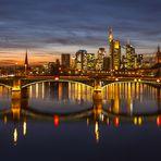 ...Frankfurter Skyline zur Blauen Stunde...
