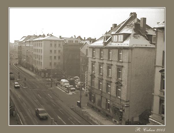 Frankfurter Tristess am frühen Morgen, im Winter, bei Gegenlicht, beobachtet aus luftiger Höhe...