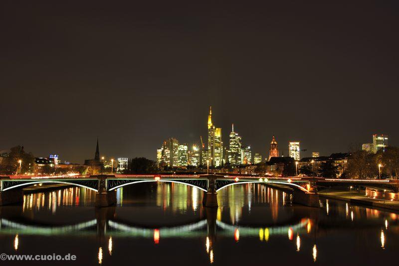 Frankfurt_Skyline_Spiegelung