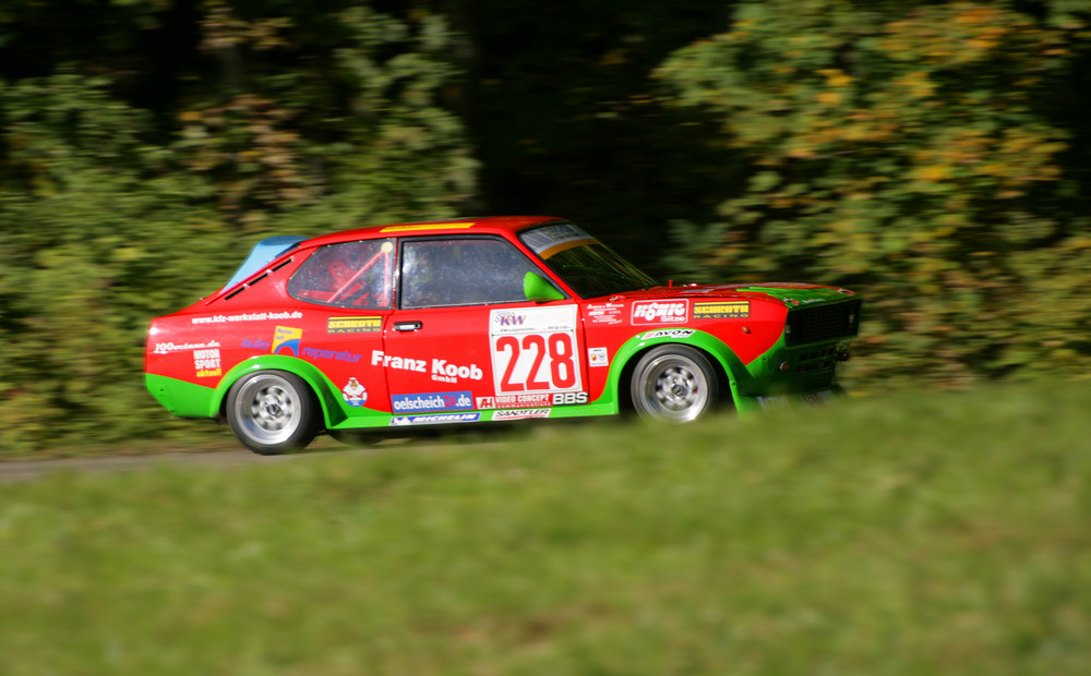 Franz Koob in seinem Fiat 128 Coupè