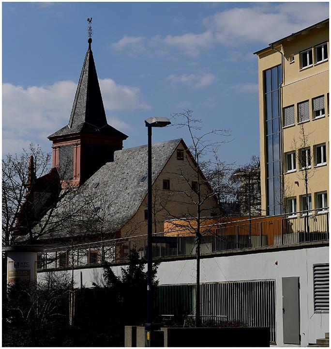 Französisch Reformierte Kirche - Rechts ehemaliges DGB-Haus
