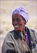 Frau am Souvenirstand ... in Namibia