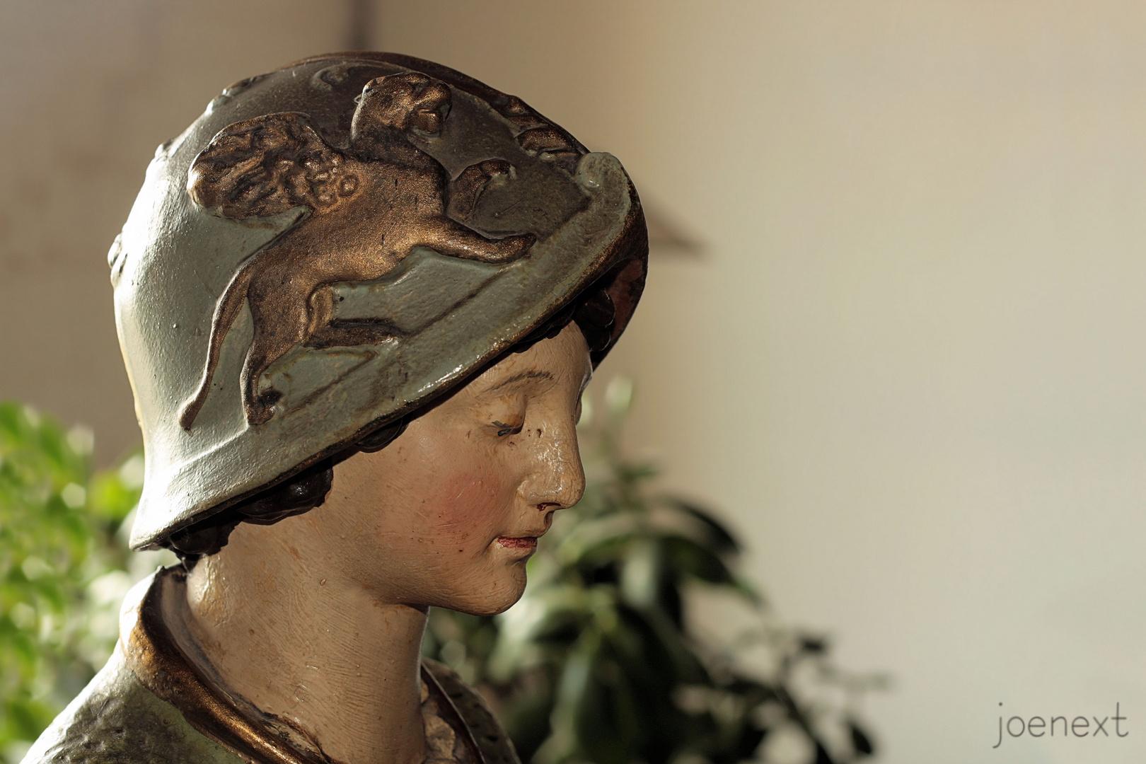 frau aus keramik jugendstil