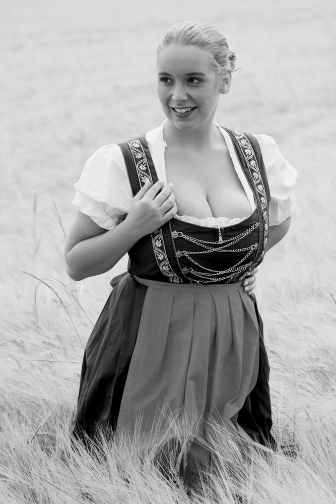 frau im dirndl iv foto bild portrait portrait frauen outdoor bilder auf fotocommunity. Black Bedroom Furniture Sets. Home Design Ideas
