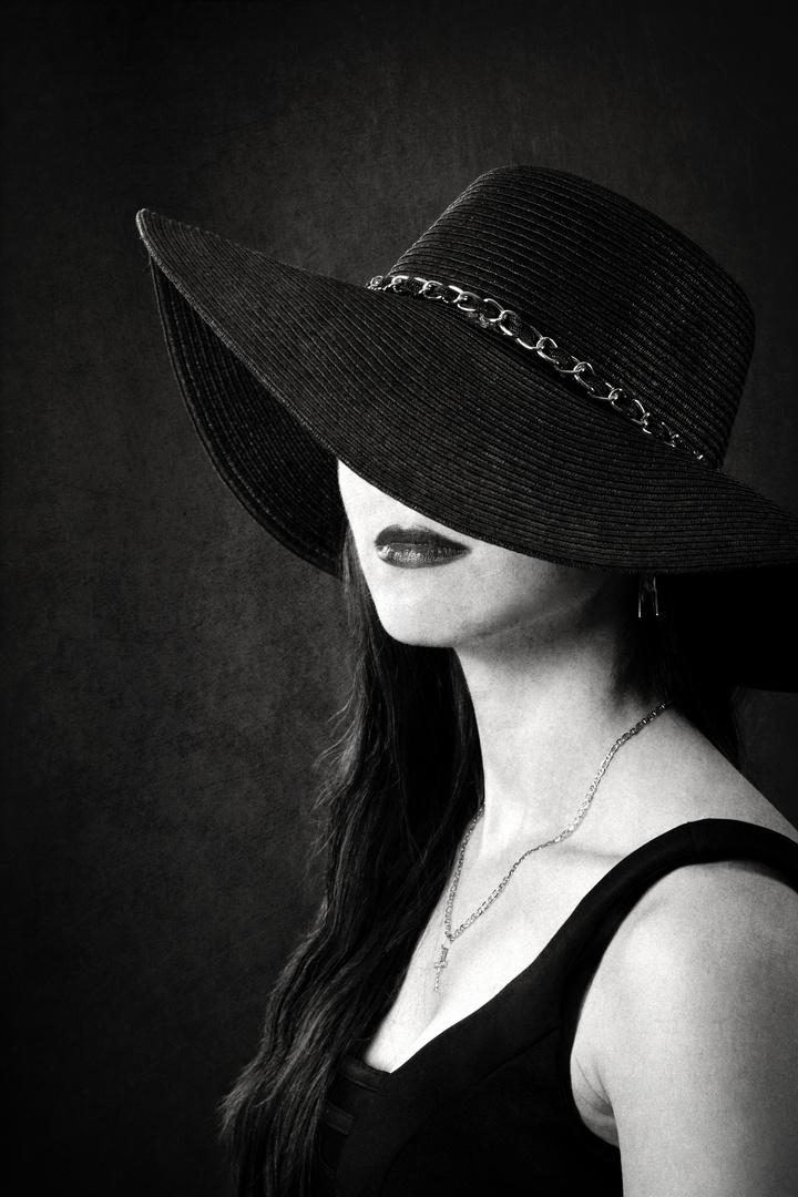 Frau im Hut (schwarz) Foto & Bild | fashion, hutmode