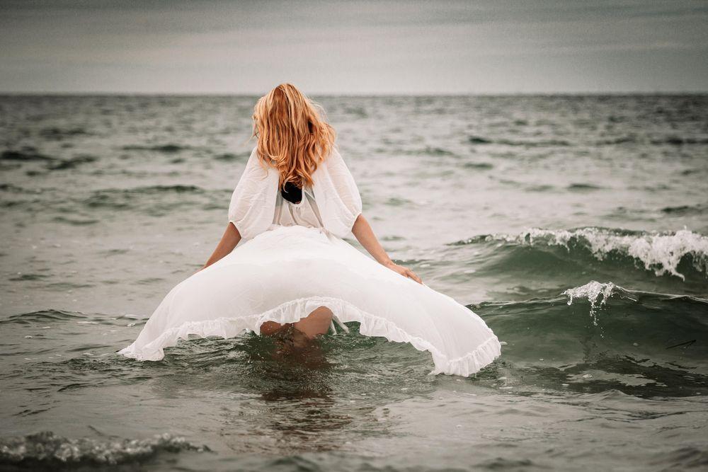 Frau im Meer Foto & Bild   erwachsene, deutschland, europe