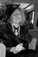 Frau Jeschke im Sonntagsstaat