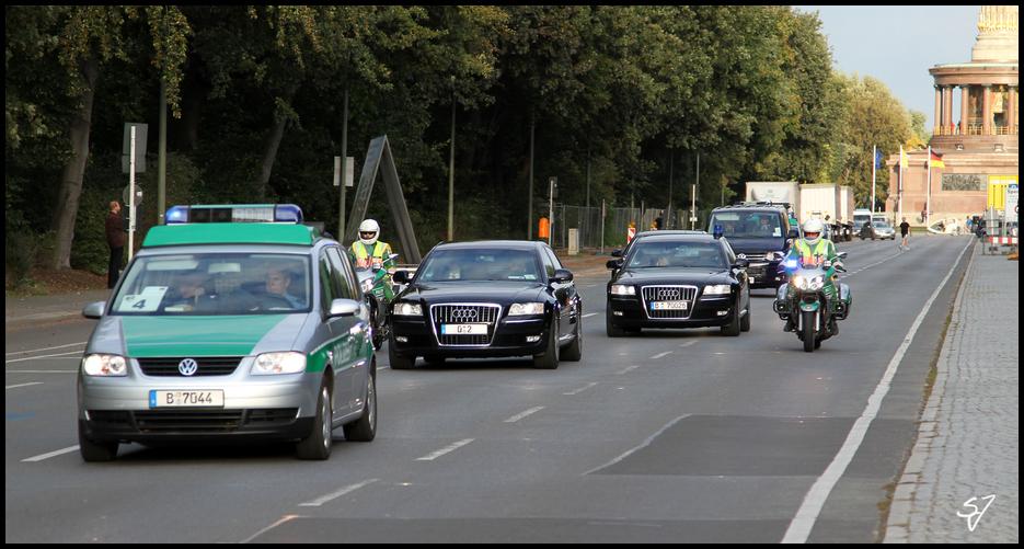Frau Merkel 0-2 mit Eskorte