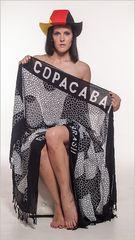 Frau mit deutschem Hut Copacabana