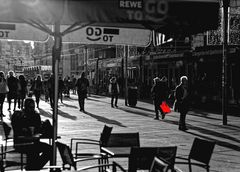 ... Frau mit roten Beutel ...