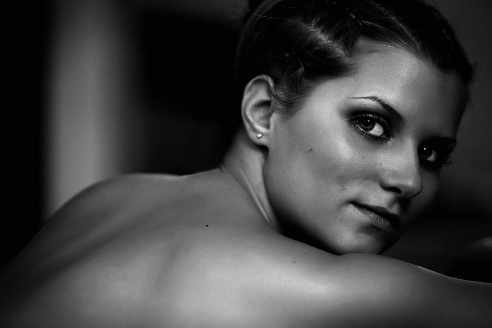 Frau - Rücken - Portrait - S/W - Gesicht