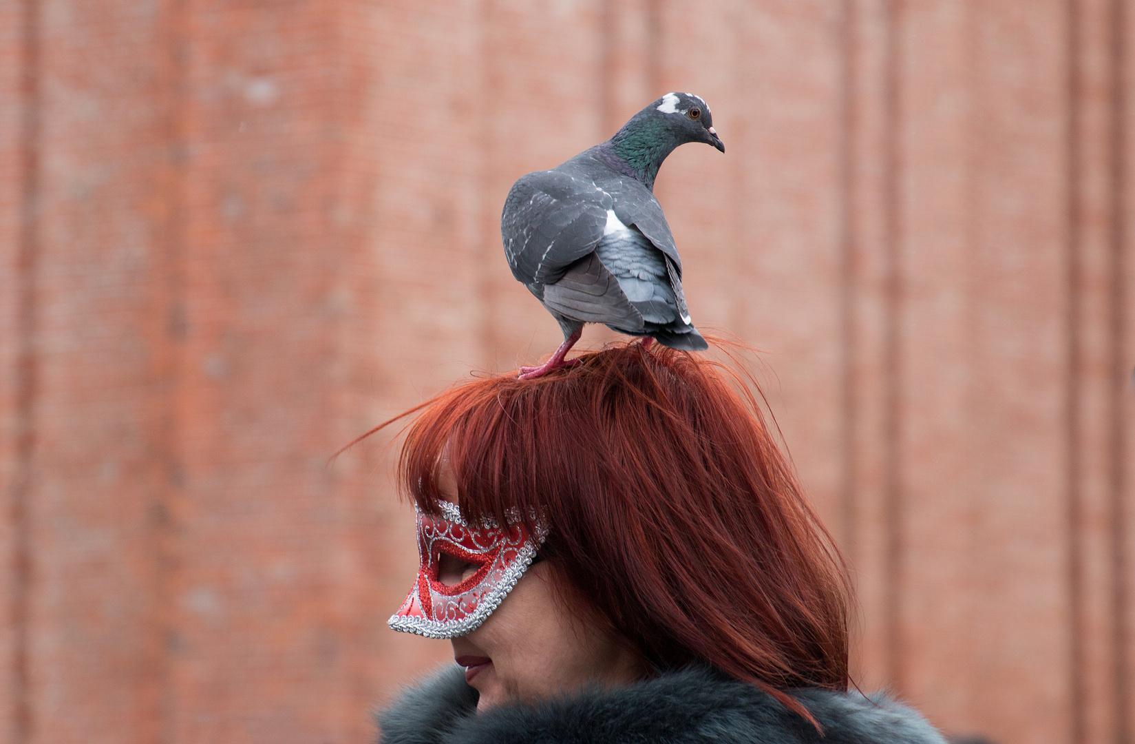 Frau und Vogel
