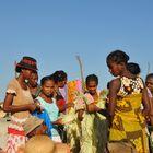 Frauen auf dem Marktplatz auf in Mampikony Madagaskar