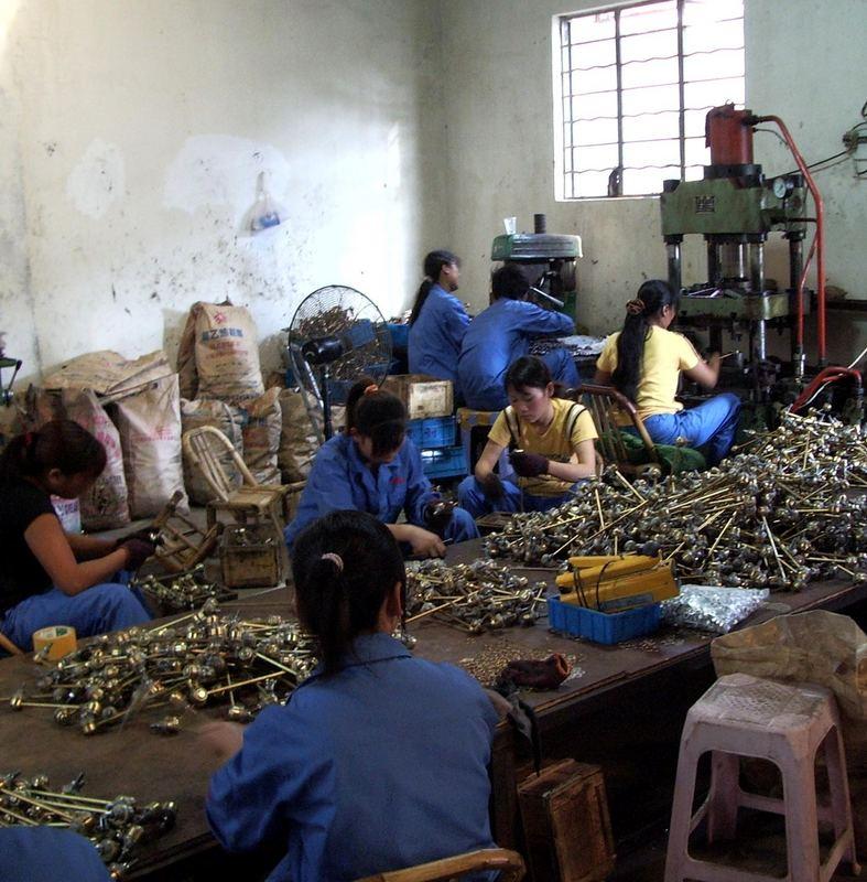 Frauenarbeit in einer Fabrik I