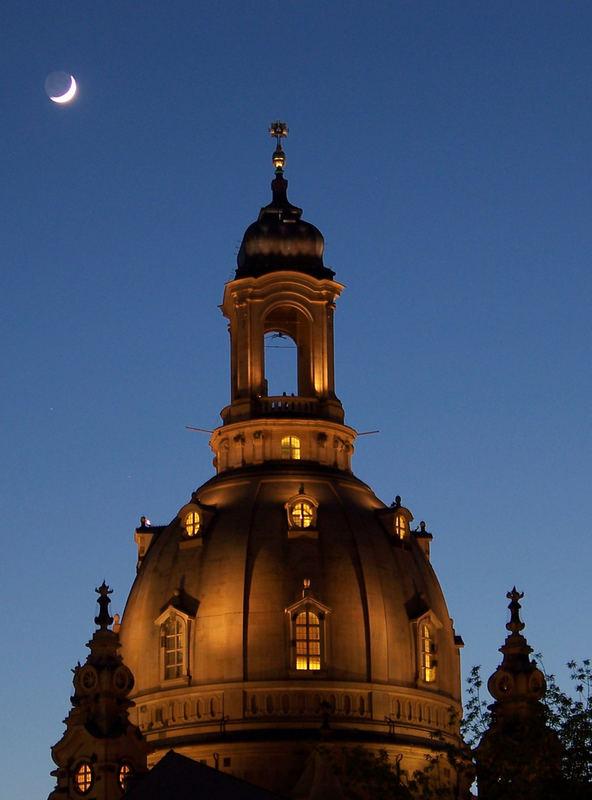 Frauenkirche bei Mondschein