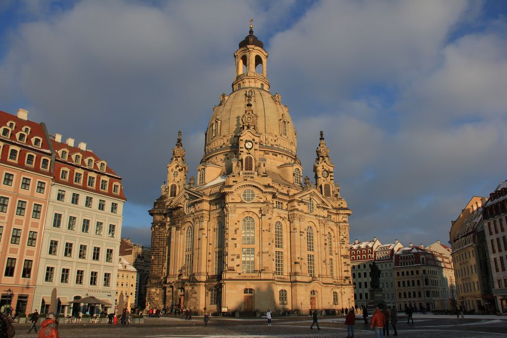 Frauenkirche in Januarsonne am späten Nachmittag