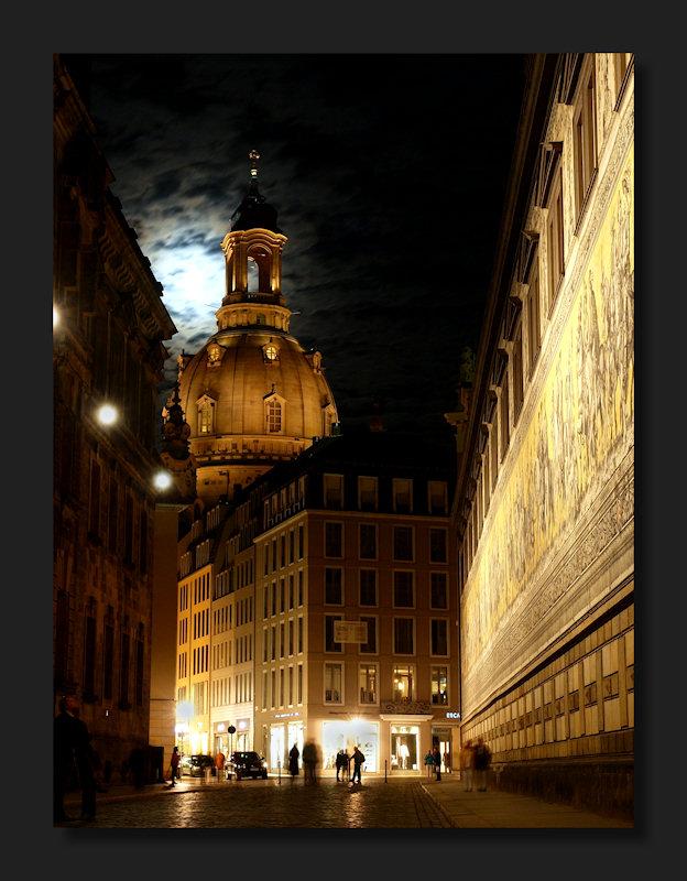Frauenkirche und Fürstenzug bei Nacht