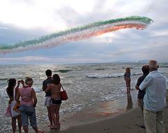 Frecce tricolori su Viareggio 2