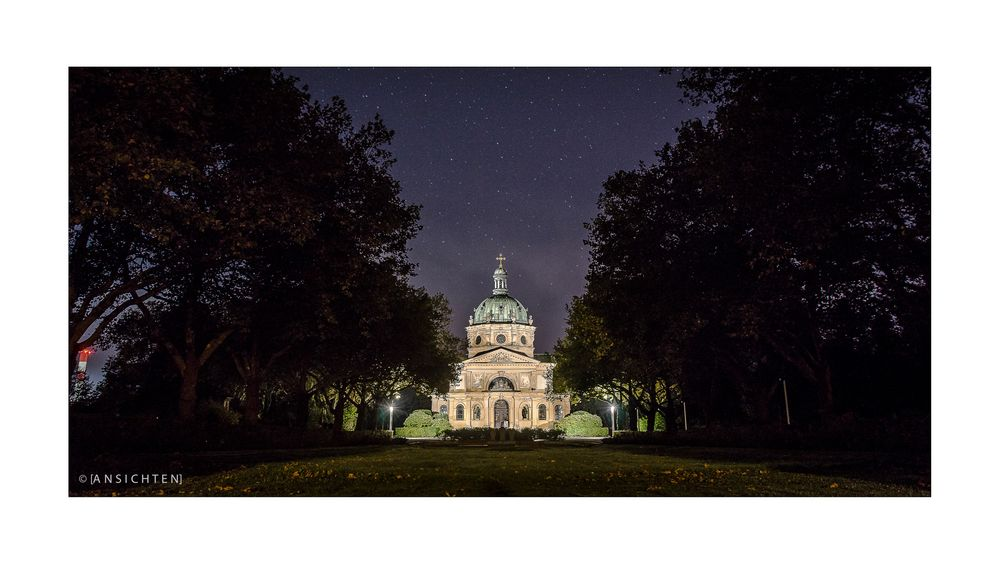 [freiburg - hauptfriedhof nacht]