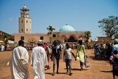 freitags vor der Moschee