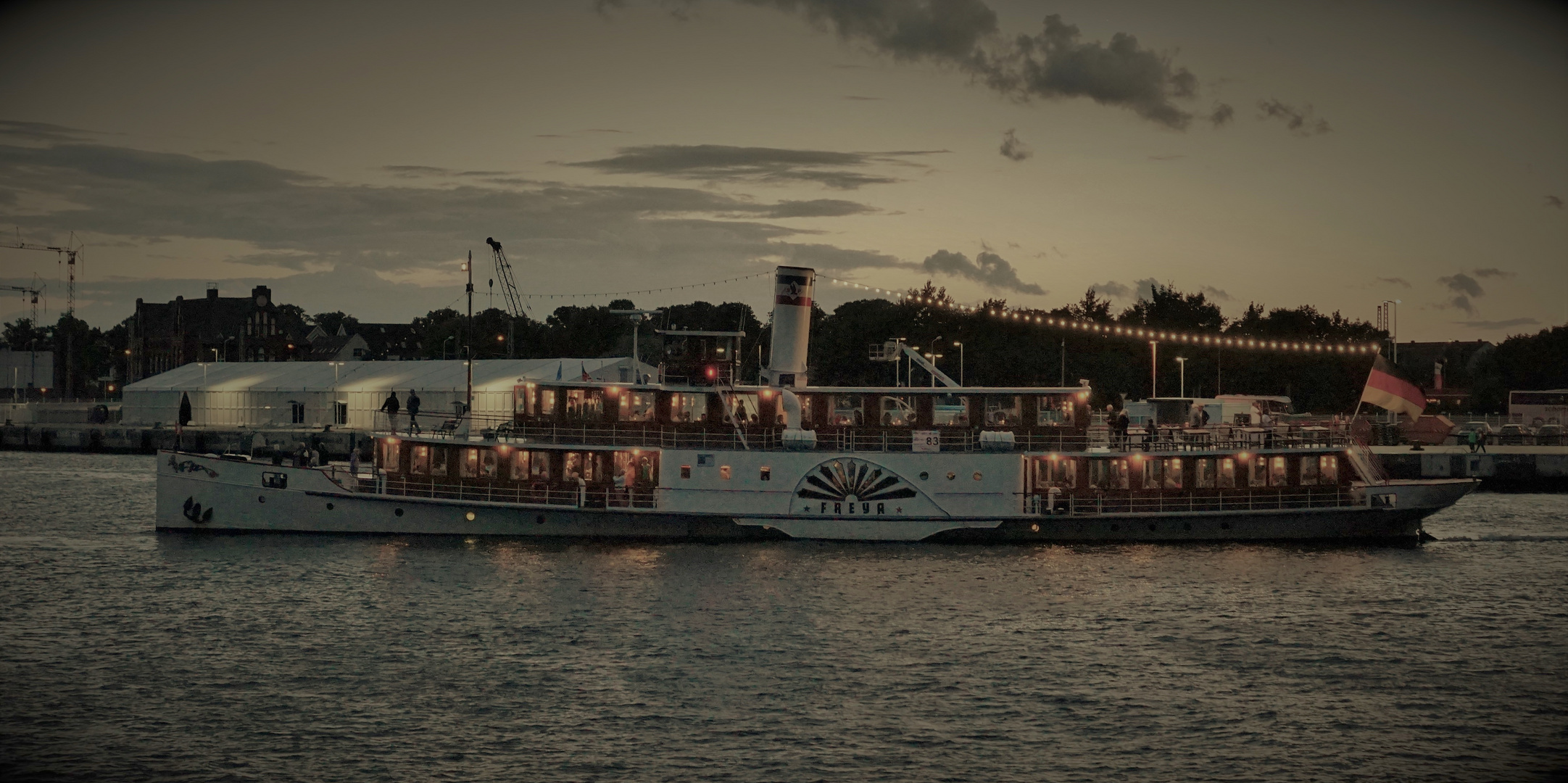 Freya abends auf der Sail