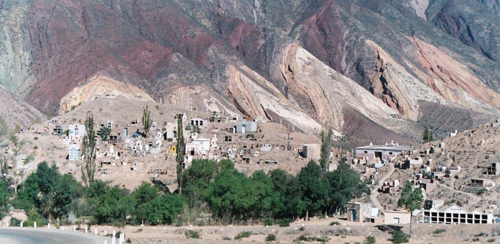 Friedhof im Humahuaca-Tal, Jujuy, Argentinien - Cementerio en la Quebrada de Humahuaca, Argentina