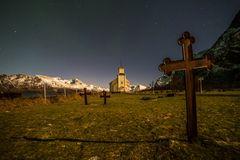 Friedhof und Kirche von Gimsoy