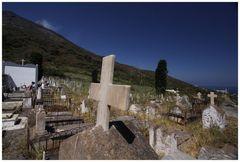 Friedhof unter dem Vulkan