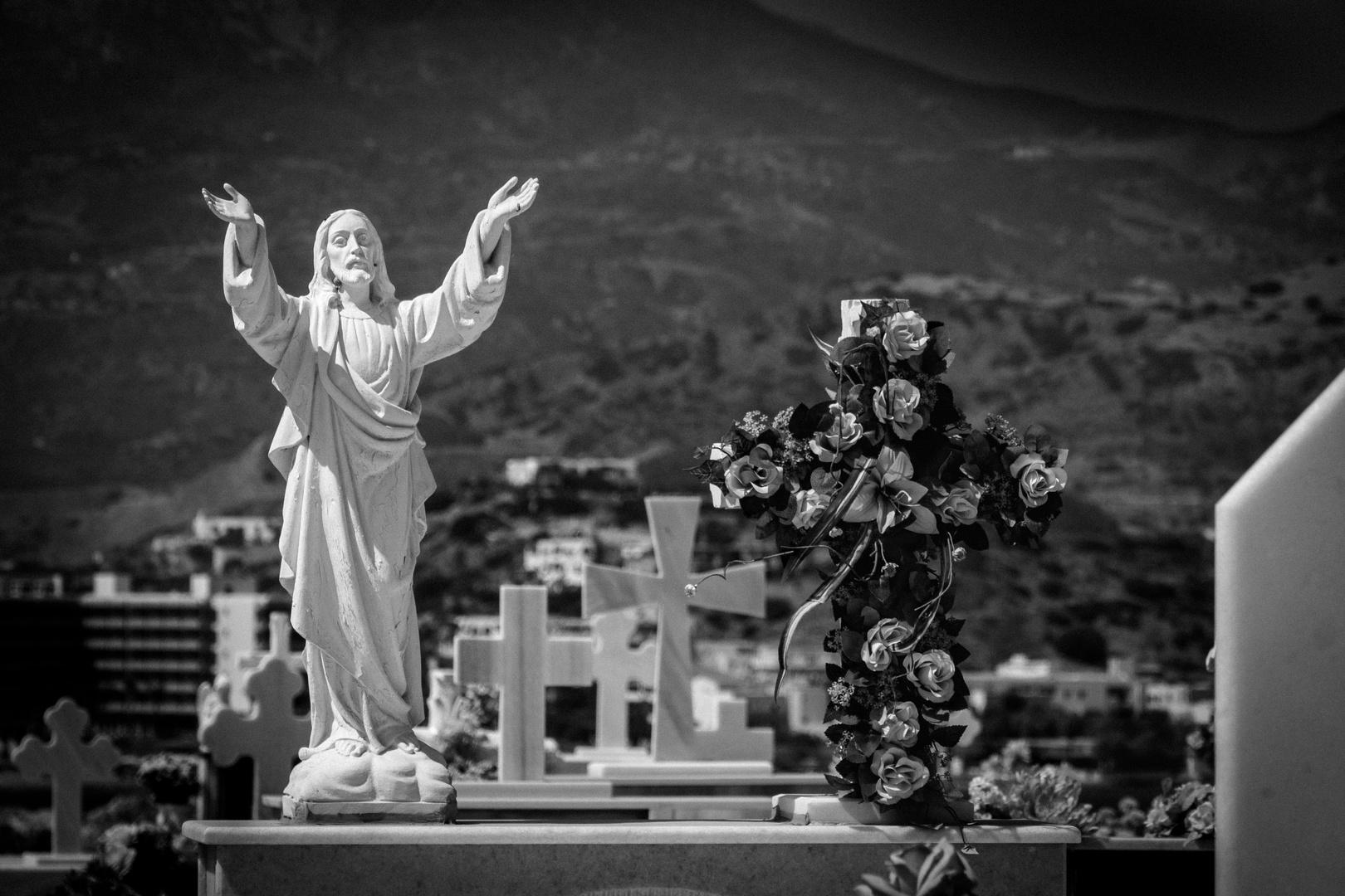Friedhof von Pigadia, Karpathos