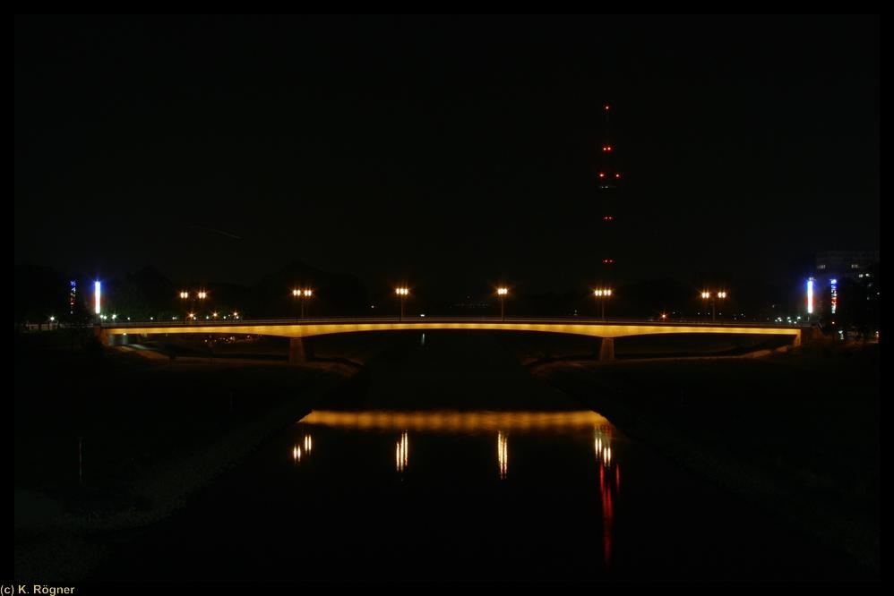Friedrich Ebert Brücke bei Nacht
