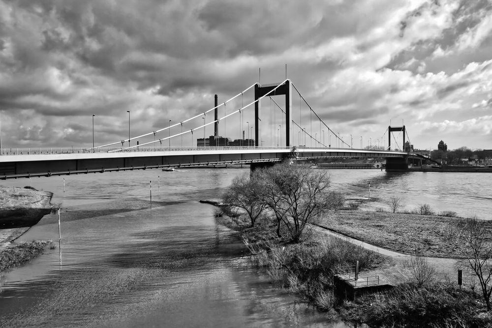 Friedrich Ebert Brücke in DU-Ruhrort
