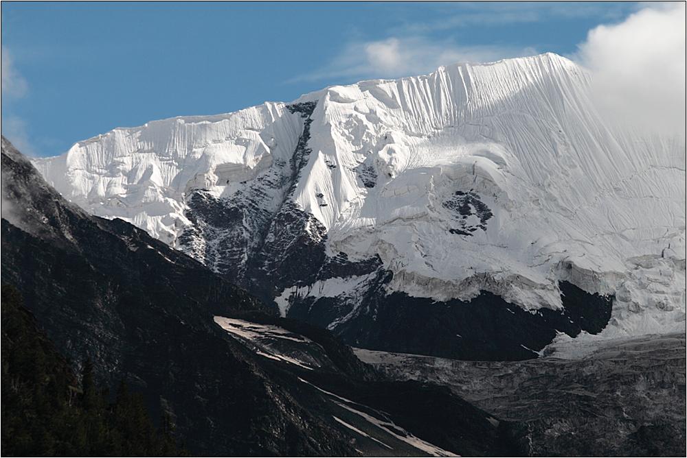 friendship peak (5289 m)