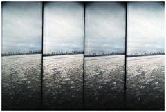 frierend am Hamburger Hafen