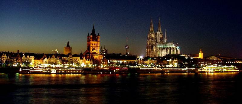 Fries Köln bei Nacht