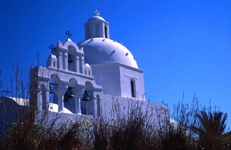 Frisch gestrichene Kirche in Karterádos