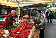 Frische Erdbeeren auf dem Bauernmarkt!