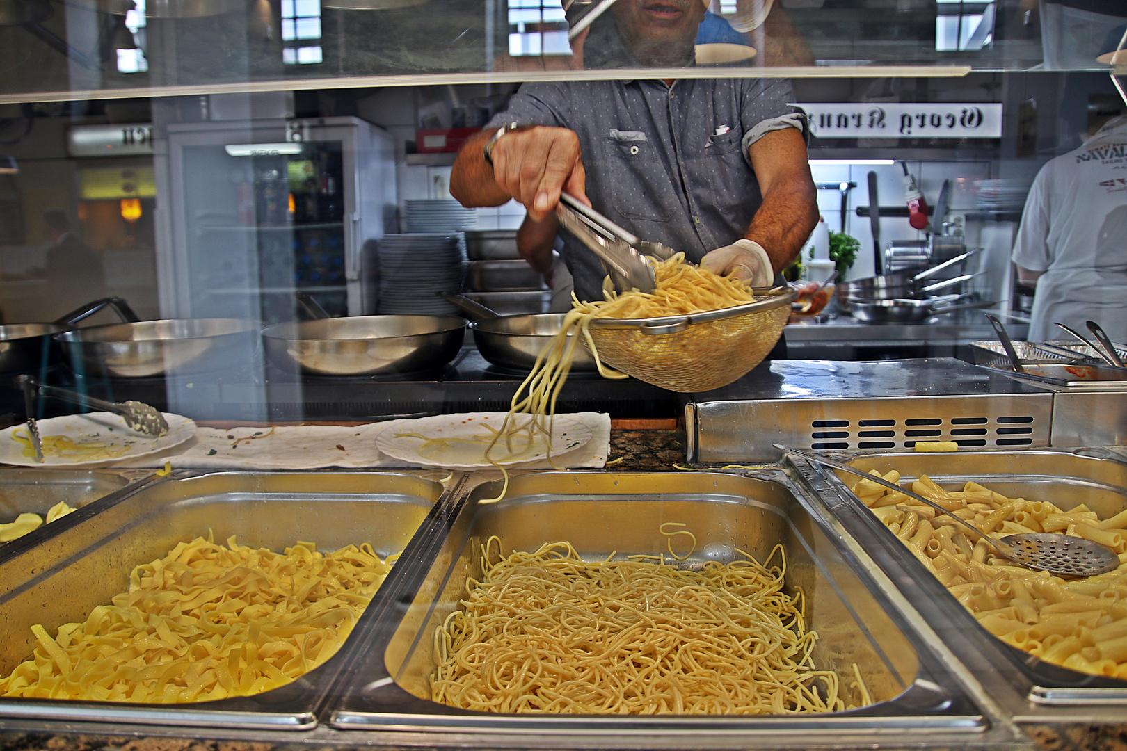 Frische Herstellung von Spaghetti Carbonara