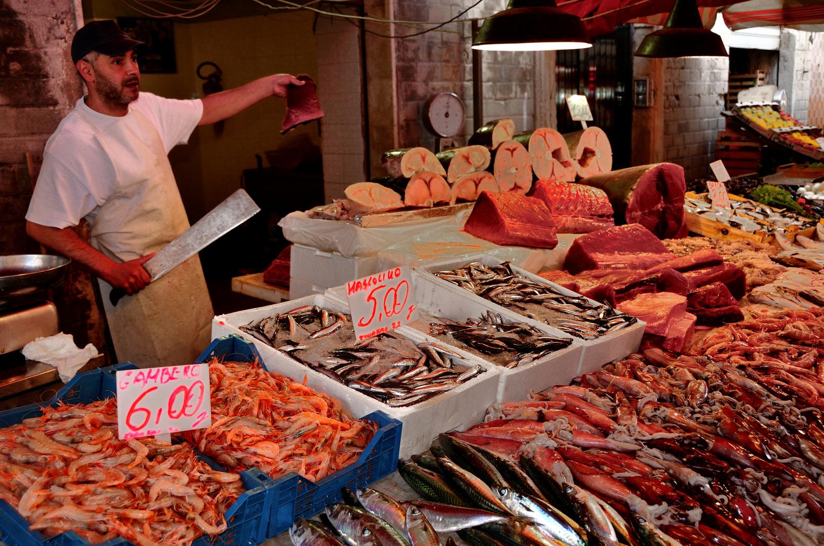 Frischer Fisch vom Fischmarkt in Siracusa