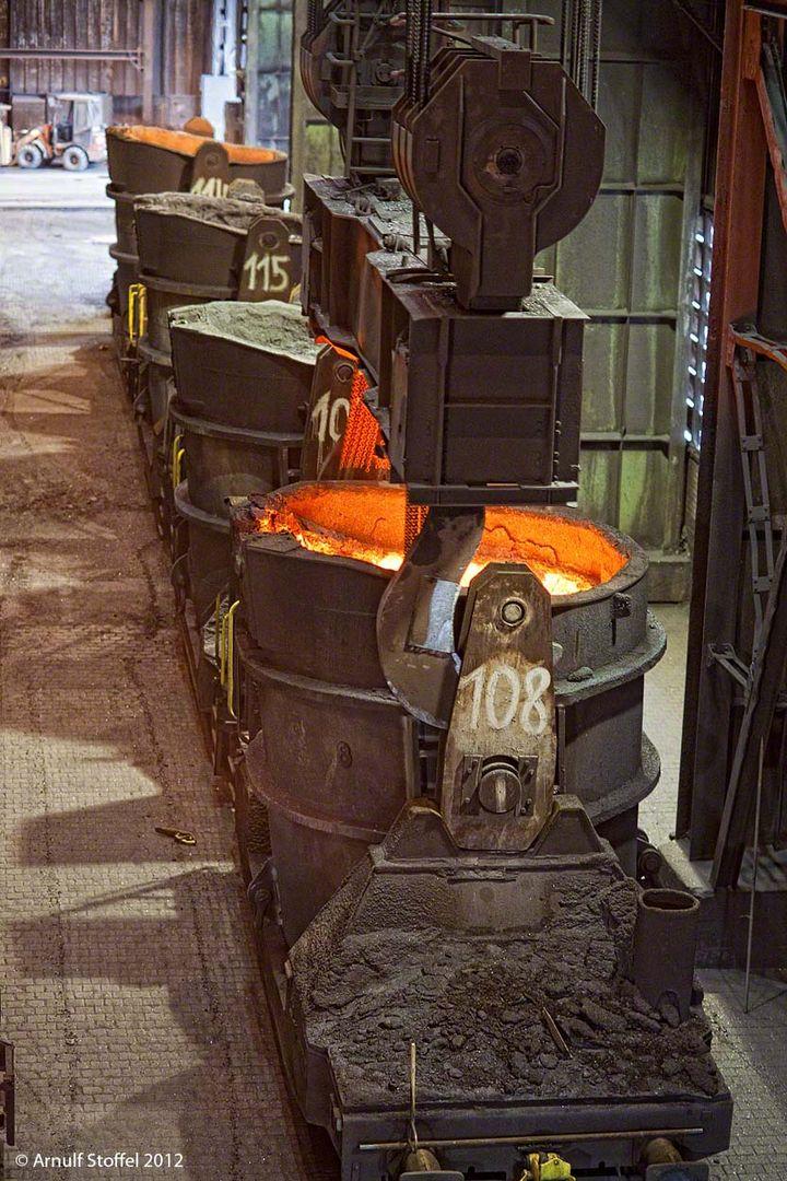 Frisches Roheisen für das Stahlwerk