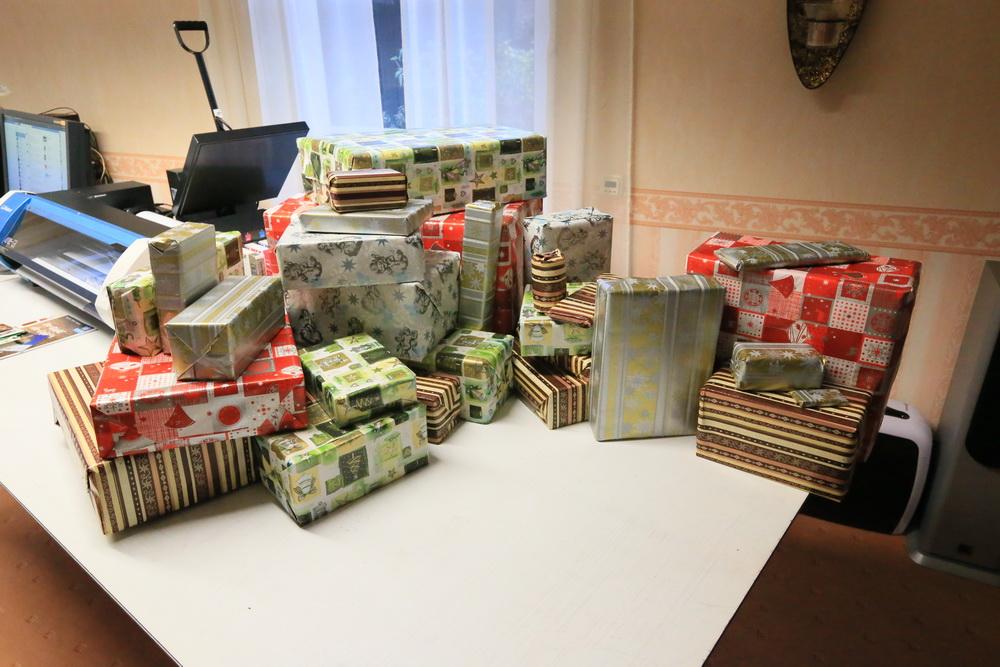 frohe weihnachten und viele herzliche geschenke ...
