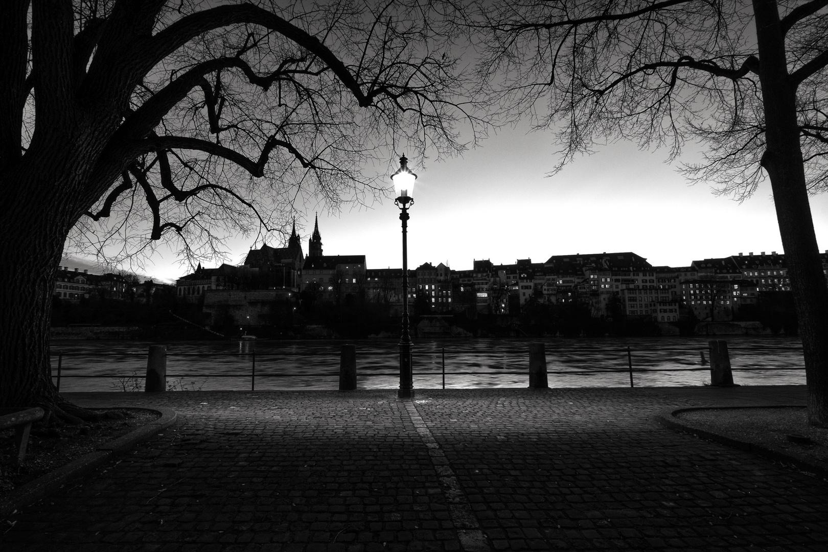 früh abends am Rhein in Basel