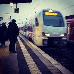 früh auf dem Bahnsteig