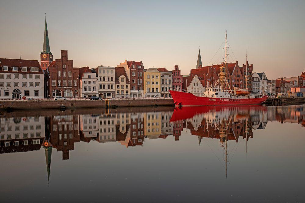Früh morgens beim Sonnenaufgang in Lübeck